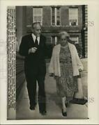 1959 Press Photo Allen And Eleanor Dulles Leaves Walter Reed Hospital Washington