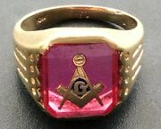 Vintage 10k Gold Masonic Ring With Red Stone And Gold Emblem Size 9.5