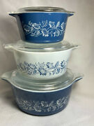 Vtg Lot Of Three Pyrex Blue Daisy Colonial Mist Casserole Baking Dishes W/ Lids