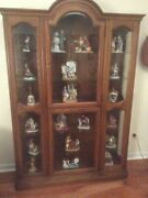 Jasper Curio Display Cabinet And Lot Of 18 Norman Rockwell Figurines