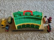 Thomas The Train Take-n-play Plastic Tidmouth Roundhouse W/ Attached Track.