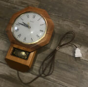 Working Vintage United Metal Goods Mfg Co Model No. 59 Electric Wall Clock