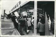 1973 Press Photo Hf Van De Grinton At Young Americans For Freedom Lettuce Strike