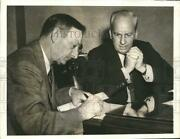 1941 Press Photo Reds Mgr. Bill Mckenzie Signs New Contract With Warren Giles