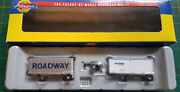 N Athearn 10821  Roadway Two 28 Wedge Trailers And Dolly Silver And White