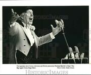 2000 Press Photo Norman Barrett In Oops The Big Apple Circus Stage Show
