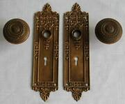 Russell And Erwin 2 Back Plates And Two Door Knobs 810.z Architectural Antique