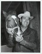 148699 Orig 1962 Photo Country Music Singer Tv Host Tennessee Ernie Ford On Farm