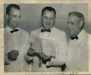 1962 Press Photo Paul Walker Confers With Other Rotary Club Officers - Noo72233