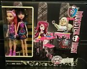 Monster High Cleo De Nile And Howleen Wolf Creepteria Playset And Dolls