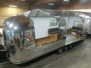Airstream Air-stage Lounge