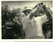 1984 Press Photo Golfer Miller Barber Watches His Tee Shot On The 10th Hole