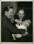 1940 Press Photo Russell Anderson War Correspondent Meet Son For The First Time
