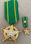 1962 Kuwait Order Of Military Duty Chest Bage Set Of 2 Medals 2nd Class Nichan
