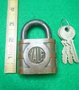 Vintage Large Yale And Towne Brass Pin Tumbler Padlock With Keys.