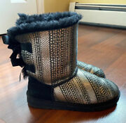 Blackandsilver W/ Bow Uggs Size Youth 5 Fits Ladies 7-8 Amazing Condition ✨