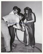 Claudia Cardinale-behind The Scenes/sexy/getting Hosed Down-original-photo-1967