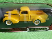 Road Signature 1937 Studebaker Coupe Express Pick Up 118 Collectible Vehicle