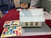 Fisher Price Little People Play Family 923 School House. Vintage