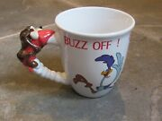 Six Flags Road Runner Wile E Coyote Looney Tunes Buzz Off Coffee Mug Vgc