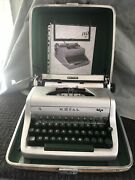 Vintage 1950's Silver Royal Quiet Deluxe Manual Portable Typewriter W/case.