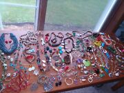 Vintage Costume Jewelry Mixed Lot Of 122 Pieces Necklaces Erringsbroches Pins