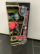 Bnib 2011 Monster High Doll Roller Maze Ghoulia Yelps