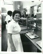 1982 Press Photo Opal Williams Johnson Elementary School Cafeteria Manager 8x10