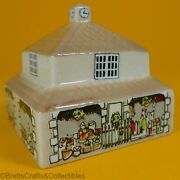 Wade Whimsies 1984/85 Set 4 - Whimsey-on-why - 32 The Market Hall