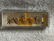 N Scale Preiser Passers By Waiting At The Tram Stop 79148- W/sign