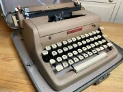 1957 Vintage Royal Quiet De Luxe Portable Typewriter Working W New Ink And Case