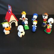 Vtg Snoopy Dog House And 8 Pvc Figures Peanuts Witch Baseball Woodstock Golfer