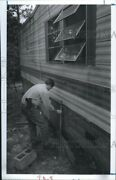 1993 Photo Jeff Puskett Of Fbi Searches For Evidence Around The Trailer 6x10