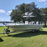 2019 Robalo 246 Cayman Sd Center Console Loaded Boat Low Hours Mint