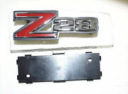 1972-73 Chevy Z-28 Grille Emblem New Trimparts With Retainer 72 73