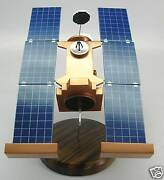 Star Dust Nasa Discovery Mission Satellite Spacecraft Kiln Dry Wood Model Small