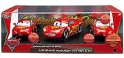 Disney Cars 2 Limited Edition Lightning Mcqueen With Mia And Tia Die Cast 3pc Set