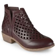 Womens 85 Journee Collection Ankle Boots Low Stacked Heels Wine Size 8
