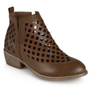 Womens 85 Journee Collection Ankle Boots Low Stacked Heels Brown Size 8.5