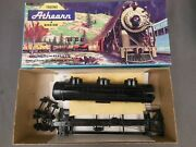 Ho Scale Athearn Undecorated Gloss Black 3 Dome Tank Car Kit