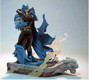 Hush Batman And Catwoman Kiss Statue - Dc Collectibles