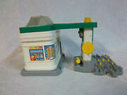 Fisher Price Geo Trax Geo Motion Gas 'n Go Station Moving Parts Works Train Toy