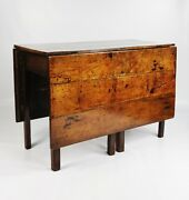 A Fine Early 18th Century Double Gateleg Table.