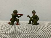Vintage Pair Of English Diecast Lead Toy Green Army Men Man Soldiers