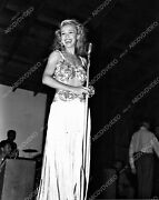 8b20-17080 Carole Landis On Stage For Some Event 8b20-17080