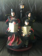 Christmas Carolers Family Figures With Lighted 16andrdquo Lamppost On Base