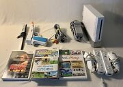 Nintendo Wii Console W/ 5 Video Games 2 Controllers 2 Nunchucks All Power Cords