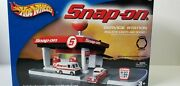 Snap-on Tools Hot Wheels Service Station Nib With 4 Extra Vehicles