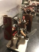2 Ancient Roman Praetorian Guard White Tunics And Red Shields - Toy Soldiers Rare