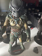 Hot Toys Tracker Predator Used With Box And 1 Hound